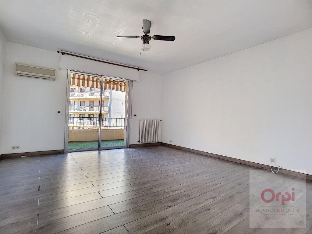 Appartement à louer 3 74m2 à Ajaccio vignette-1