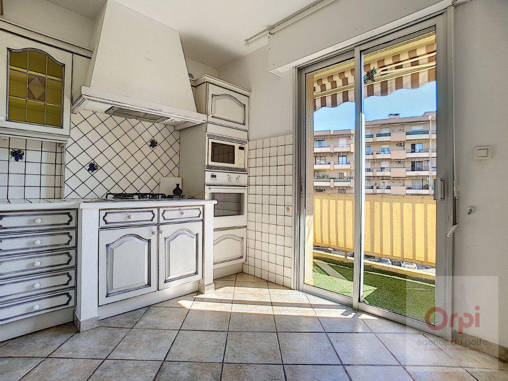 Appartement à louer 3 74m2 à Ajaccio vignette-3