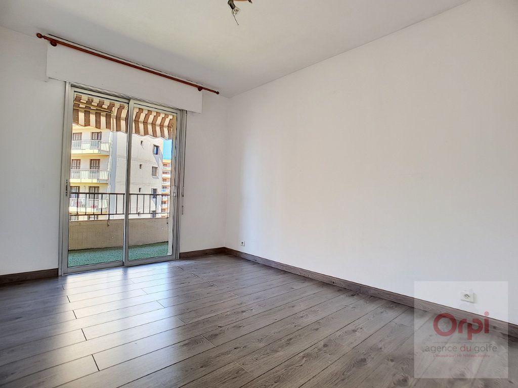 Appartement à louer 3 74m2 à Ajaccio vignette-6