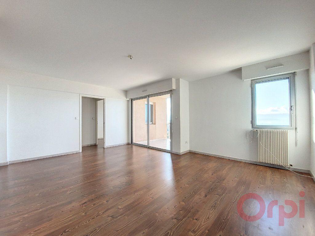 Appartement à louer 4 103.4m2 à Ajaccio vignette-2