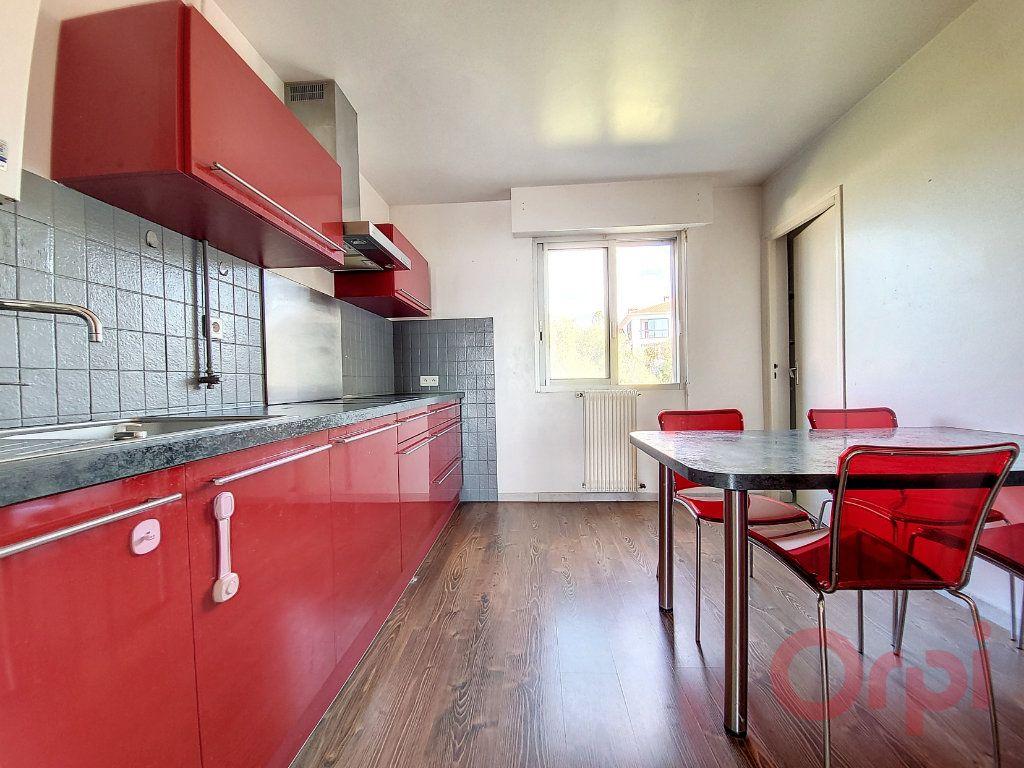 Appartement à louer 4 103.4m2 à Ajaccio vignette-3