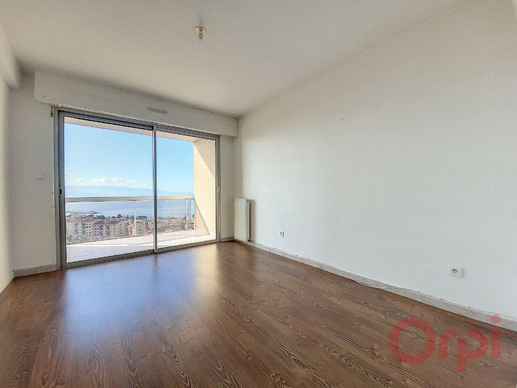Appartement à louer 4 103.4m2 à Ajaccio vignette-6