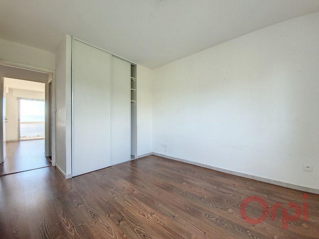 Appartement à louer 4 103.4m2 à Ajaccio vignette-7