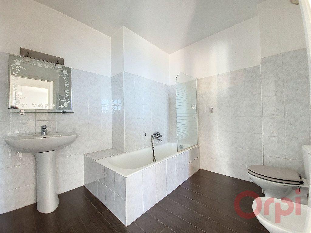 Appartement à louer 4 103.4m2 à Ajaccio vignette-8