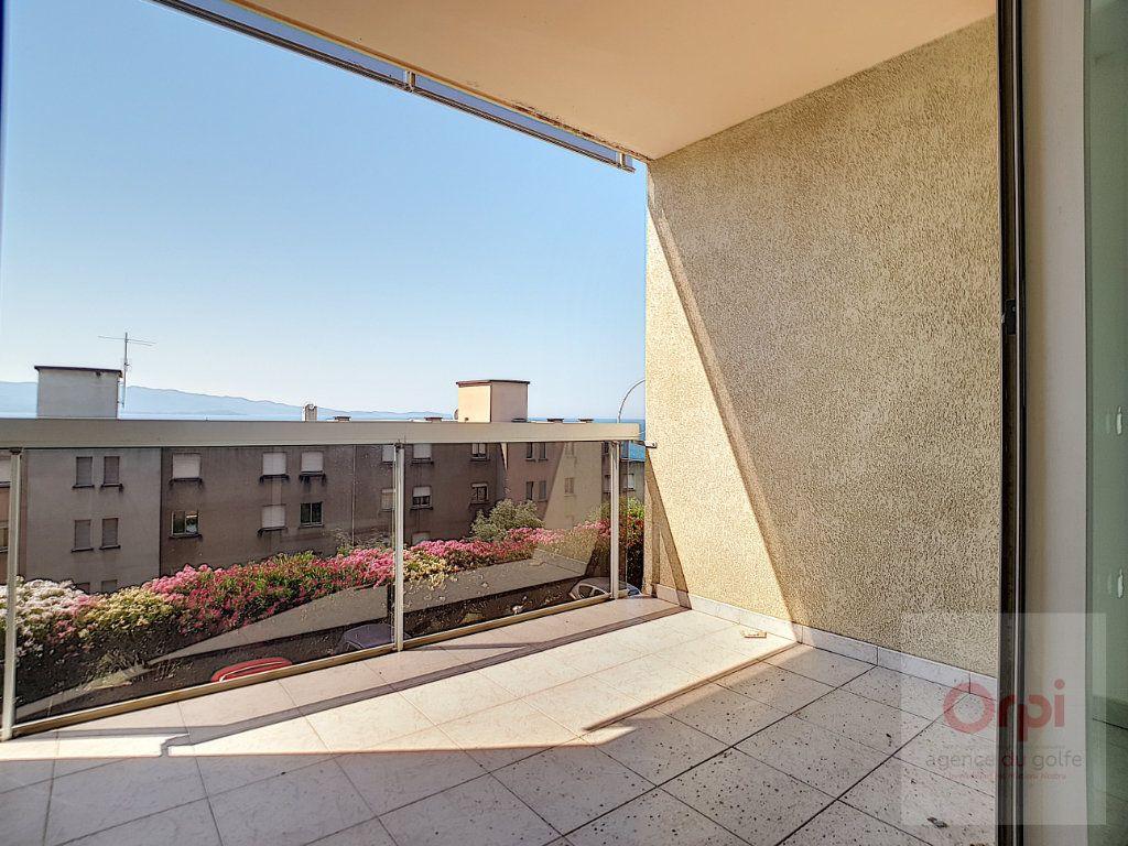 Appartement à vendre 3 65.33m2 à Ajaccio vignette-1