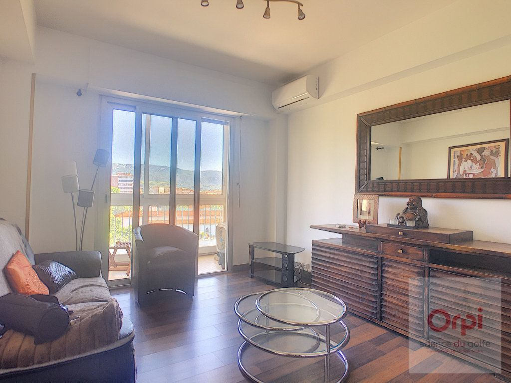 Appartement à louer 2 36.7m2 à Ajaccio vignette-3