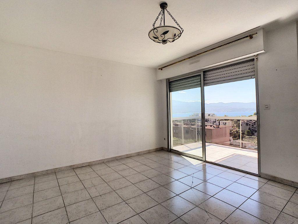 Appartement à vendre 3 65.51m2 à Ajaccio vignette-3