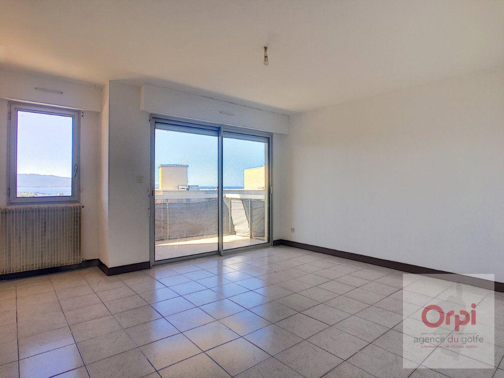 Appartement à louer 3 65m2 à Ajaccio vignette-2