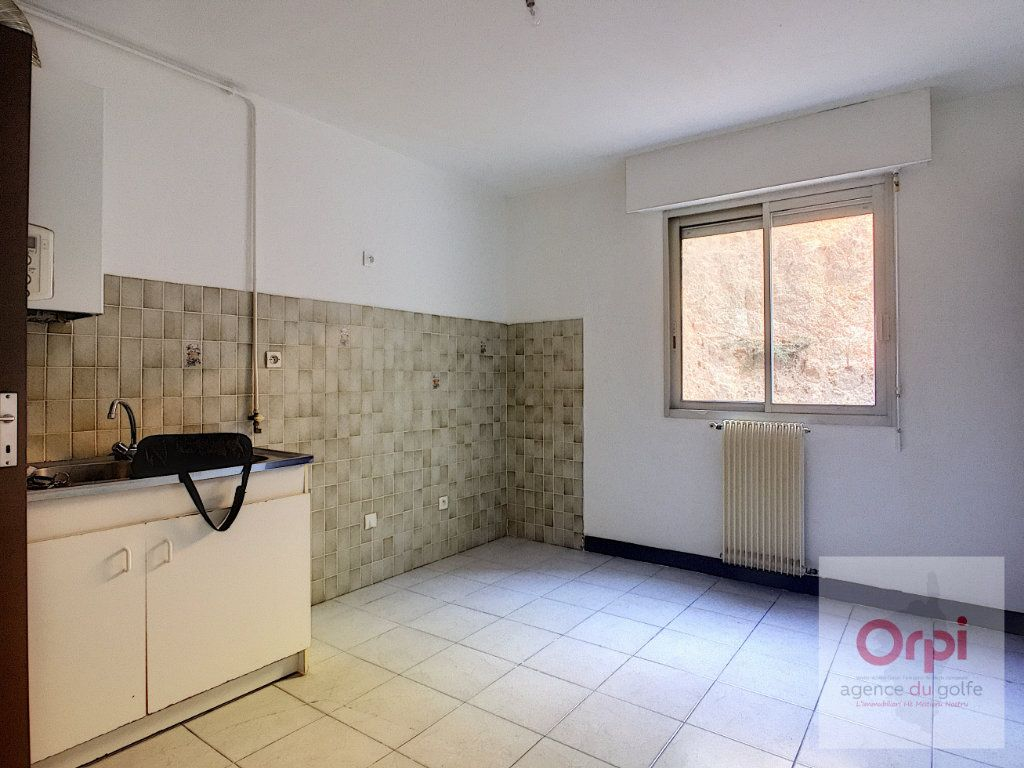 Appartement à louer 3 65m2 à Ajaccio vignette-3