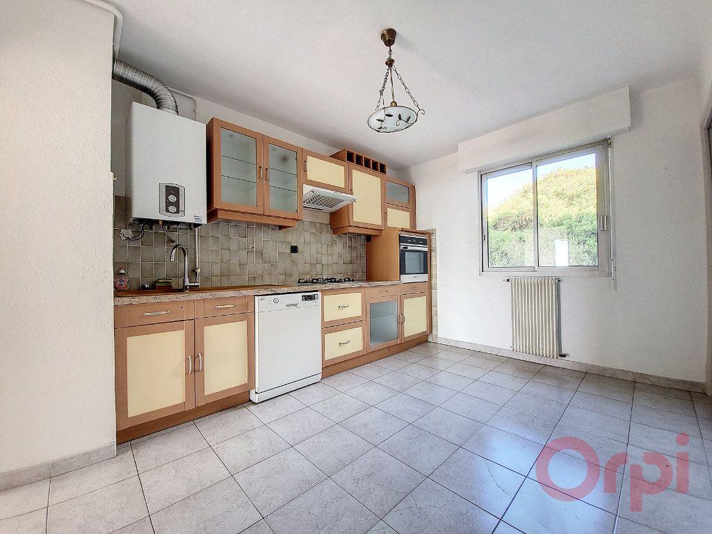 Appartement à louer 3 86m2 à Ajaccio vignette-2