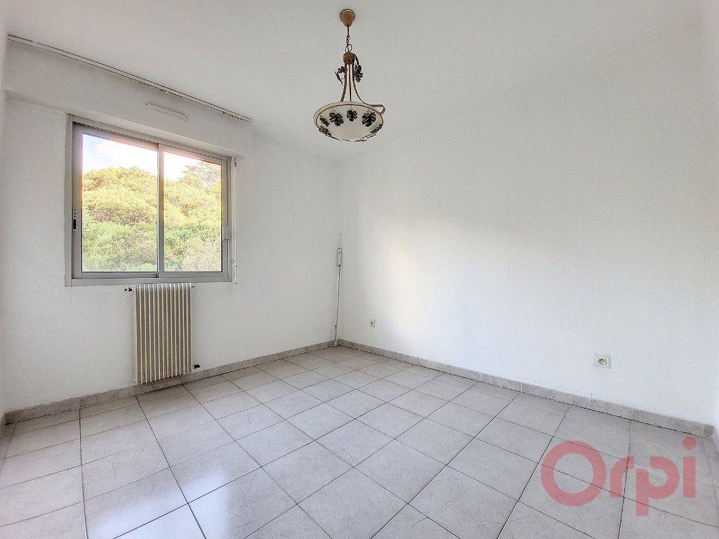 Appartement à louer 3 86m2 à Ajaccio vignette-4