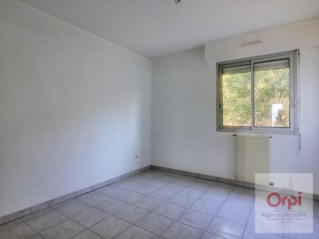 Appartement à louer 3 86m2 à Ajaccio vignette-5