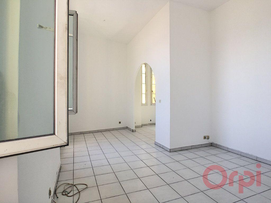 Appartement à louer 3 70m2 à Ajaccio vignette-2