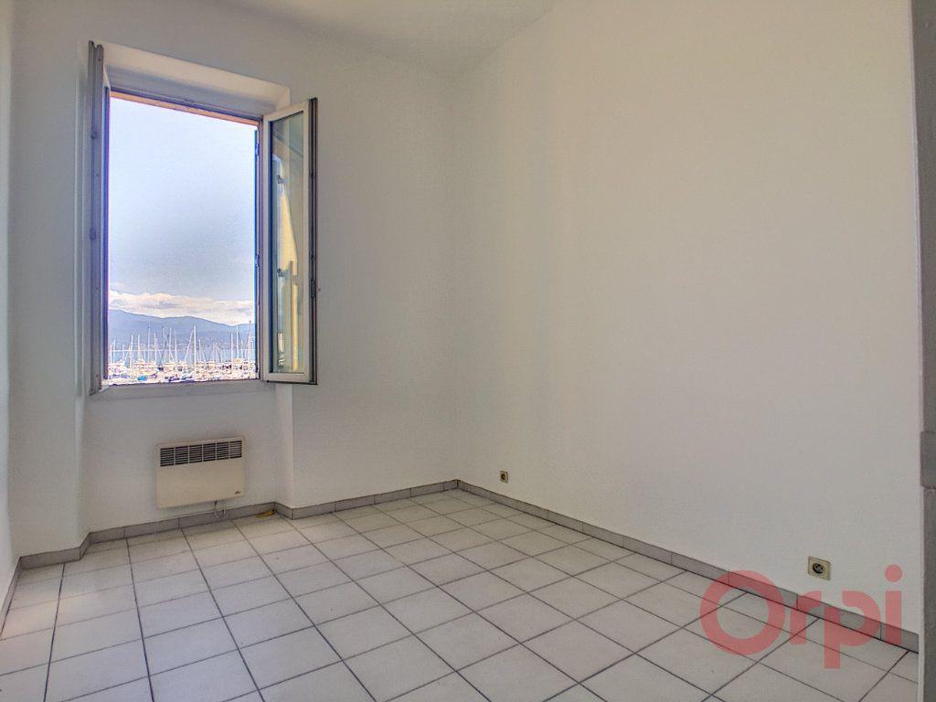 Appartement à louer 3 70m2 à Ajaccio vignette-3