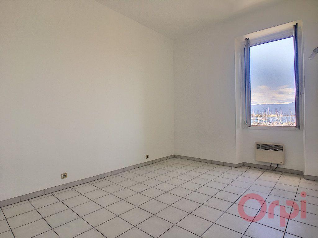 Appartement à louer 3 70m2 à Ajaccio vignette-4