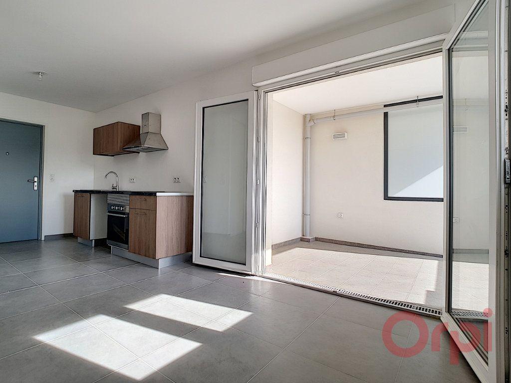 Appartement à louer 1 29.42m2 à Ajaccio vignette-1