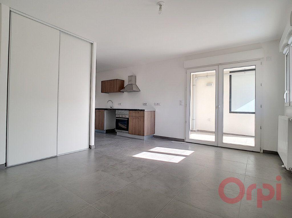 Appartement à louer 1 29.42m2 à Ajaccio vignette-2