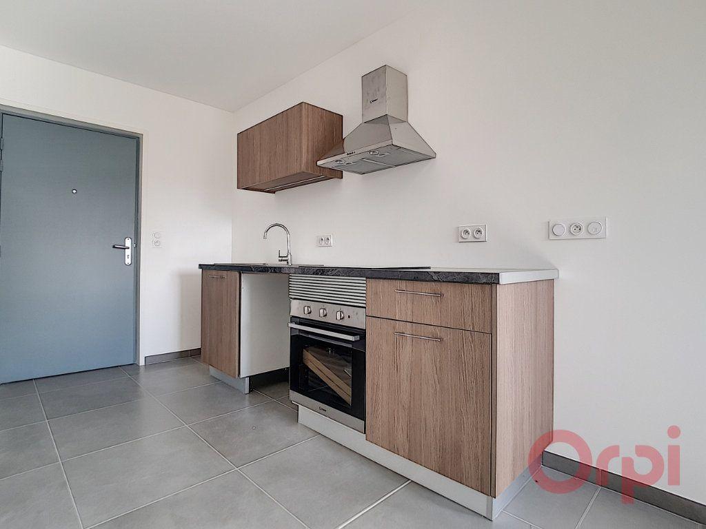 Appartement à louer 1 29.42m2 à Ajaccio vignette-3