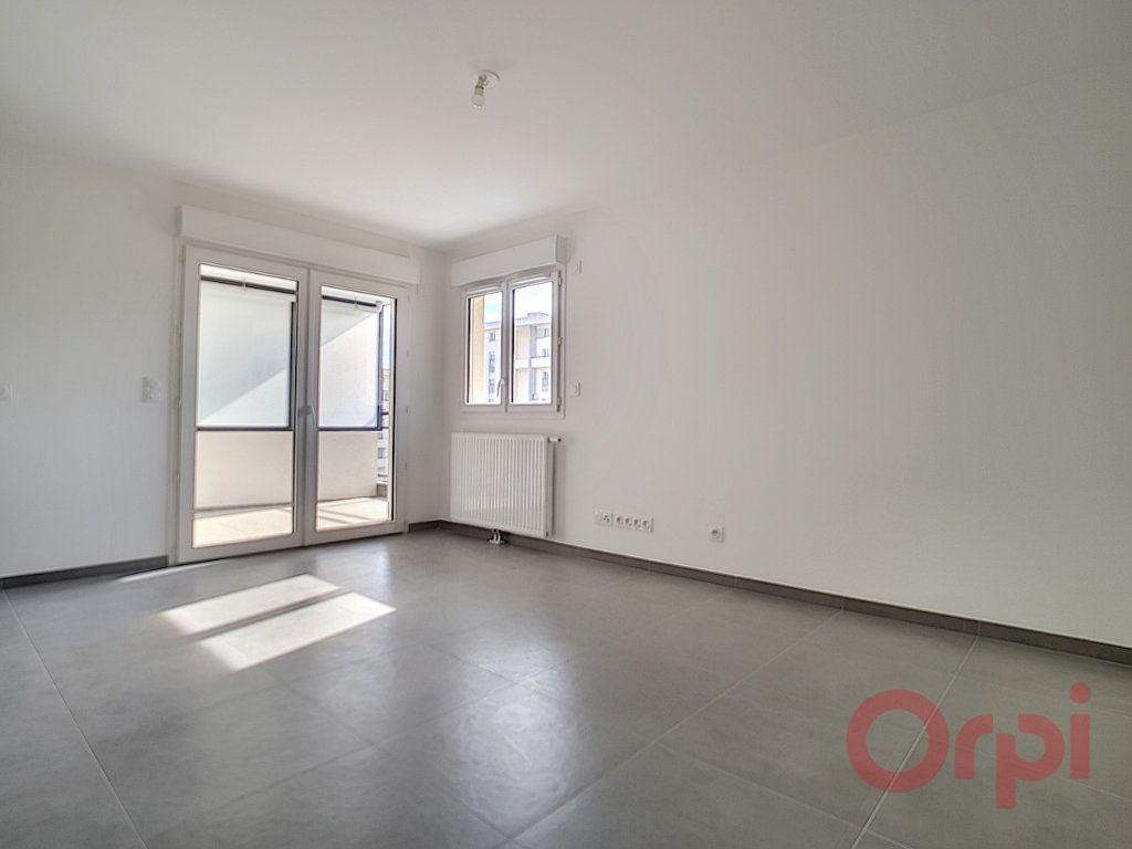 Appartement à louer 1 29.42m2 à Ajaccio vignette-4