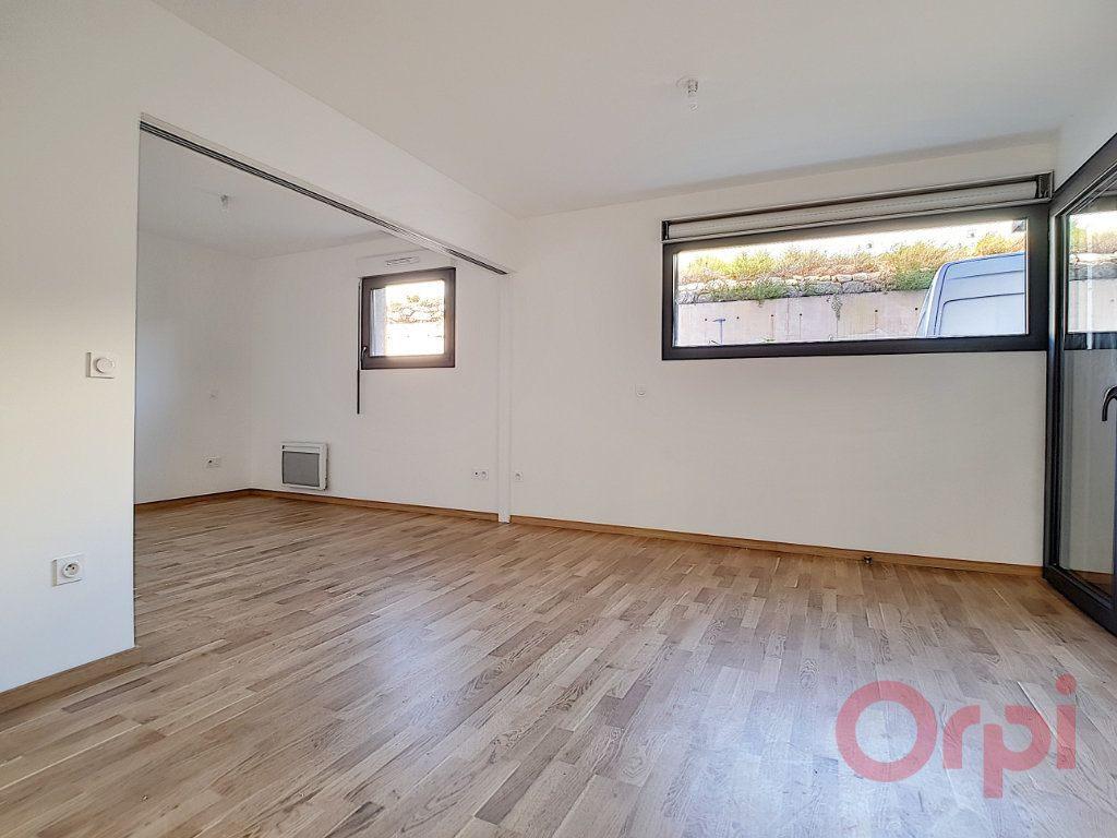 Appartement à louer 1 31.45m2 à Ajaccio vignette-1