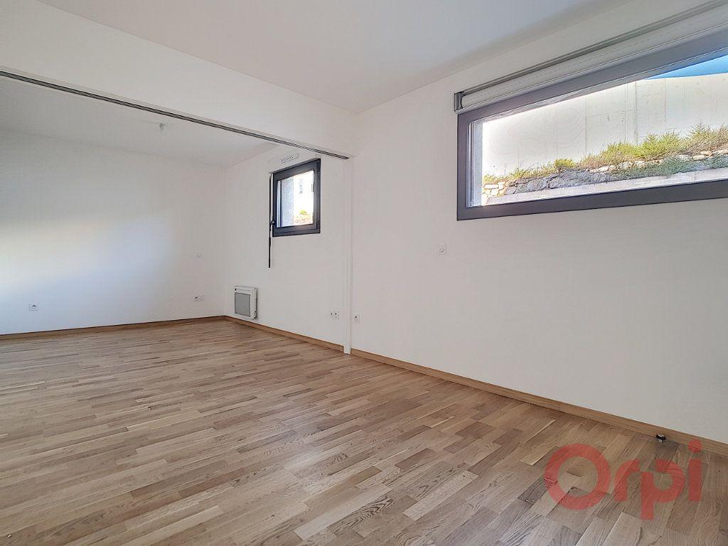 Appartement à louer 1 31.45m2 à Ajaccio vignette-2