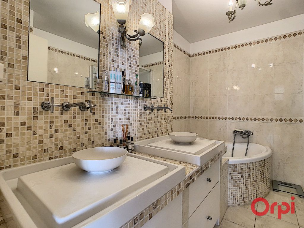 Appartement à vendre 4 128.45m2 à Ajaccio vignette-11