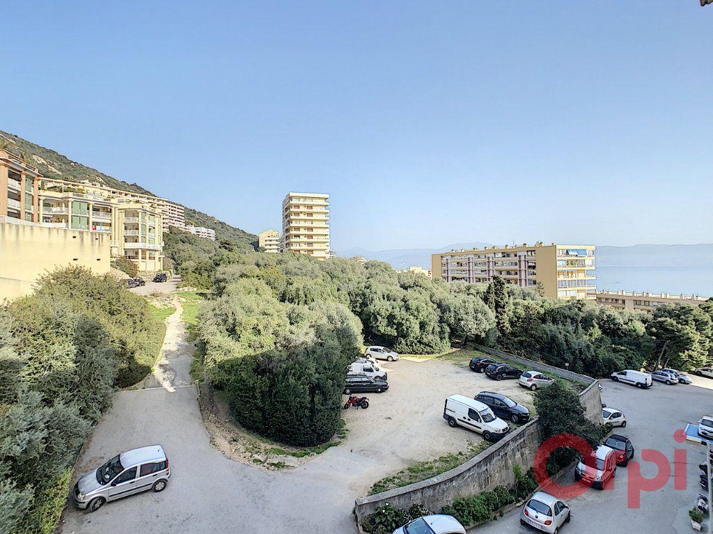 Appartement à louer 2 45m2 à Ajaccio vignette-1