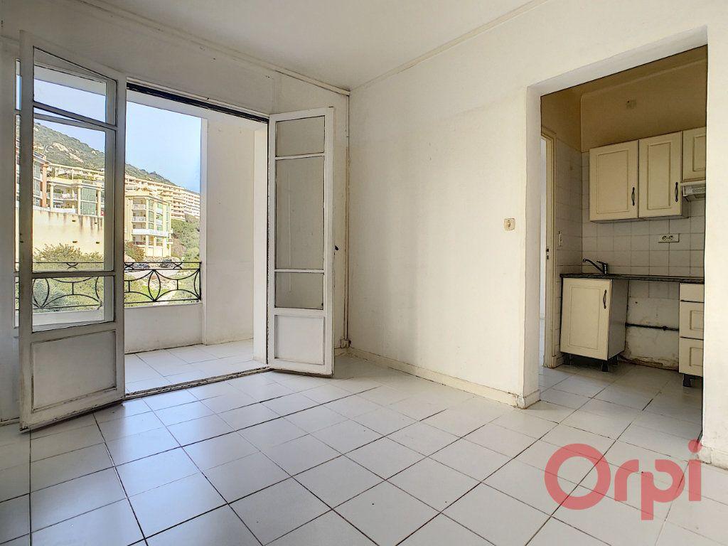 Appartement à louer 2 45m2 à Ajaccio vignette-2