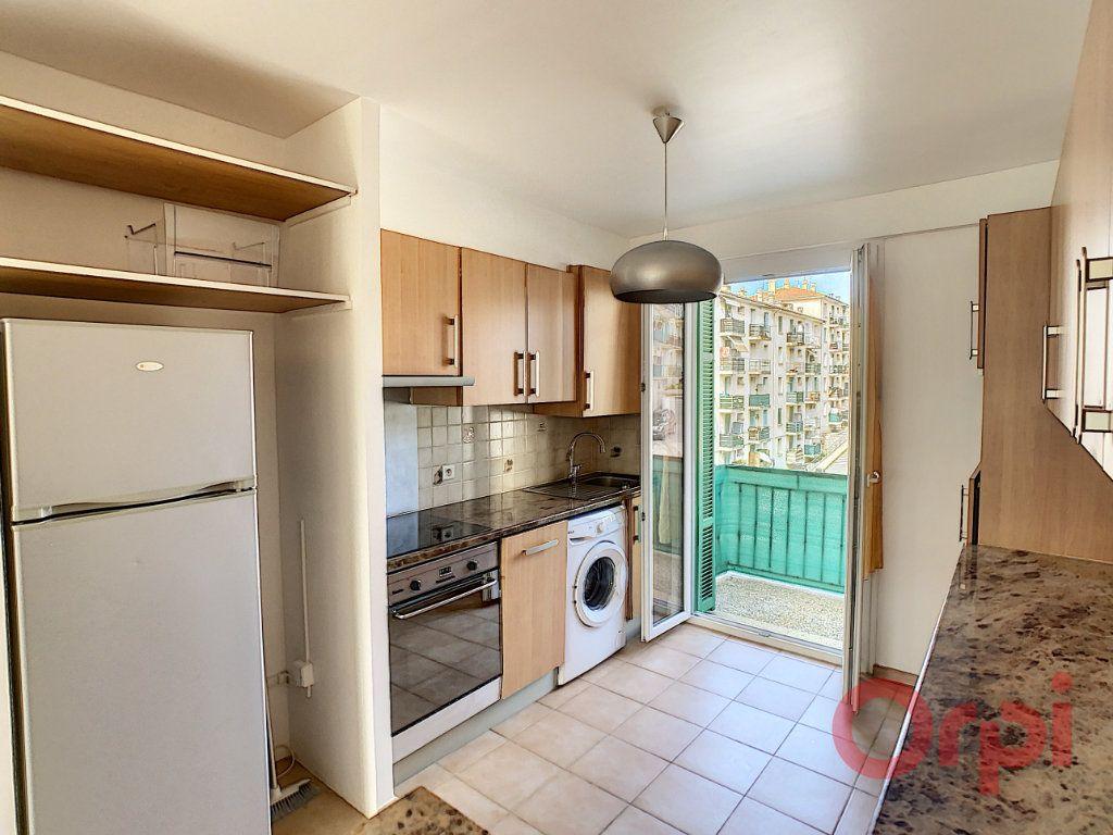 Appartement à louer 3 55.93m2 à Ajaccio vignette-1