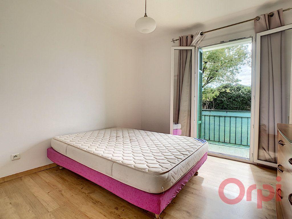 Appartement à louer 3 55.93m2 à Ajaccio vignette-4
