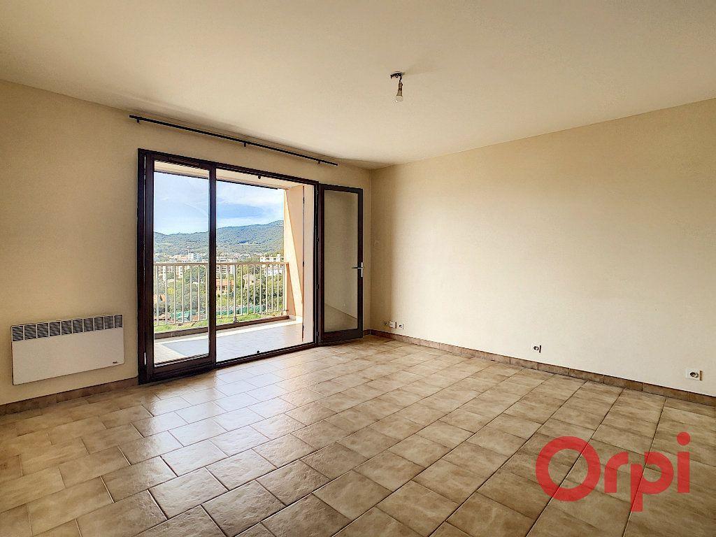 Appartement à louer 2 47.23m2 à Ajaccio vignette-2