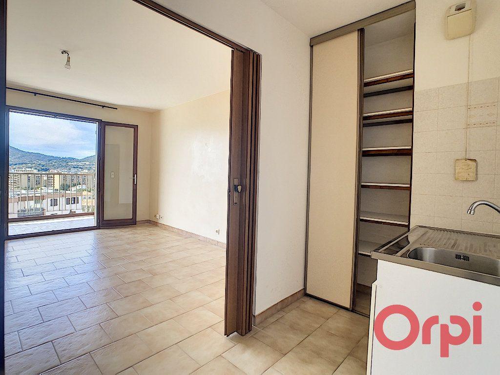 Appartement à louer 2 47.23m2 à Ajaccio vignette-3