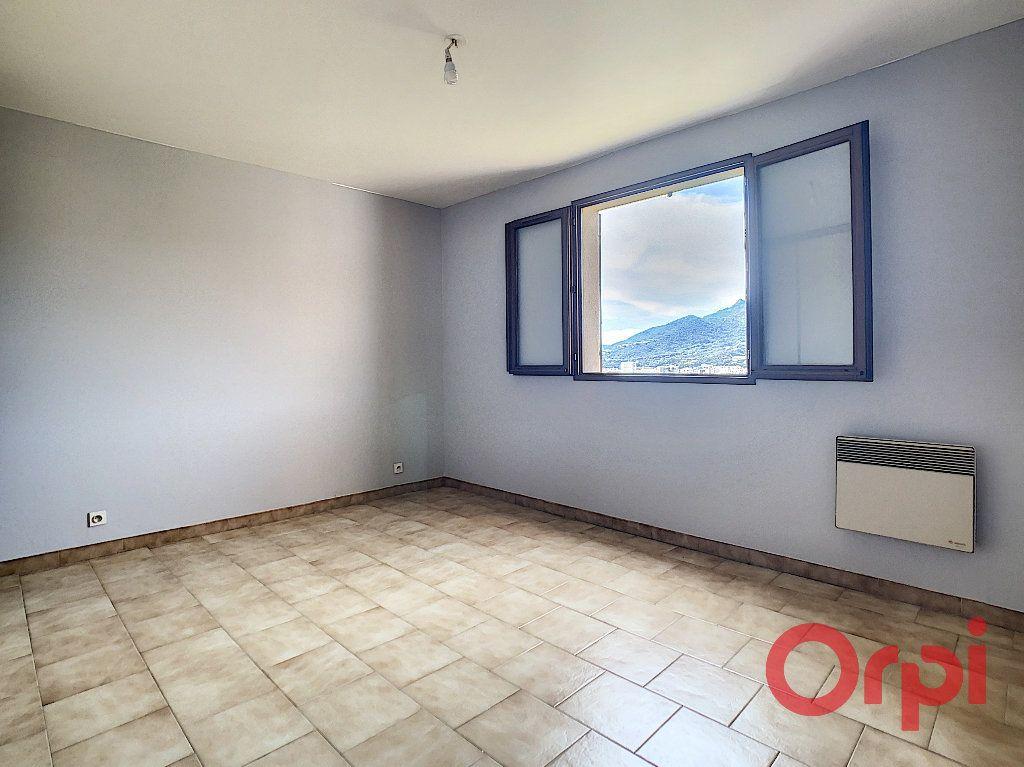 Appartement à louer 2 47.23m2 à Ajaccio vignette-4