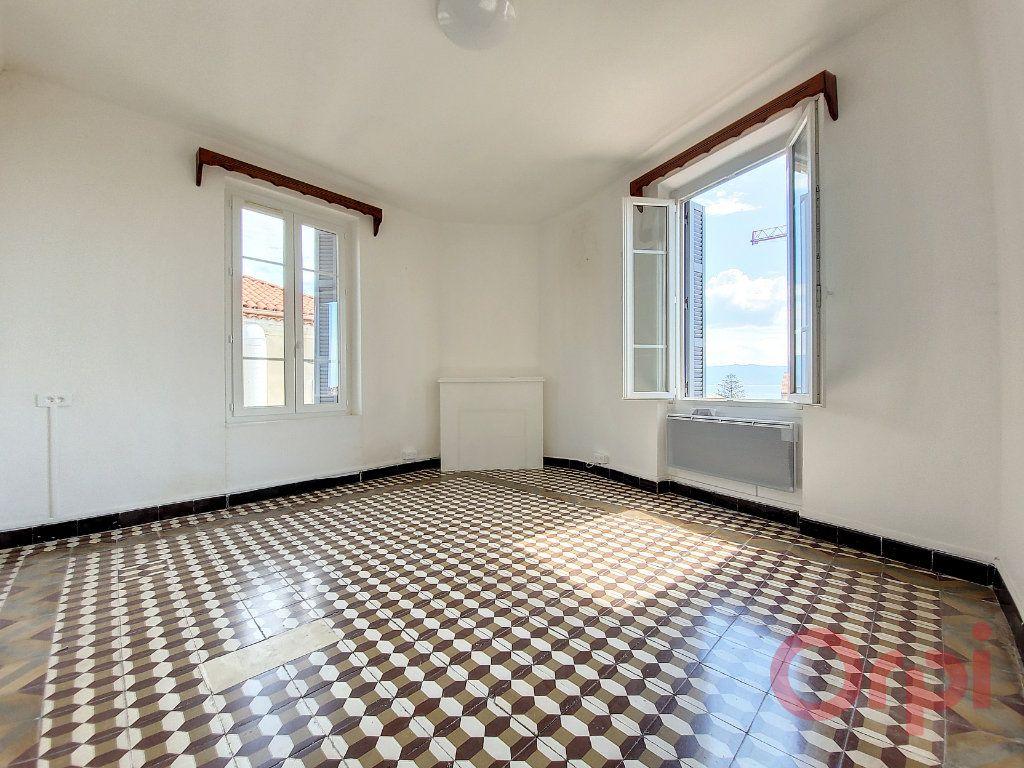 Appartement à louer 2 53m2 à Ajaccio vignette-1