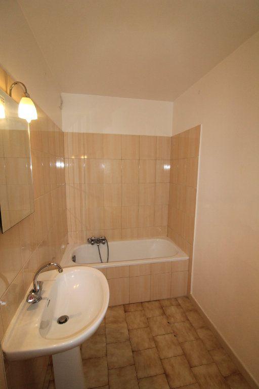 Appartement à louer 3 73m2 à Ajaccio vignette-4