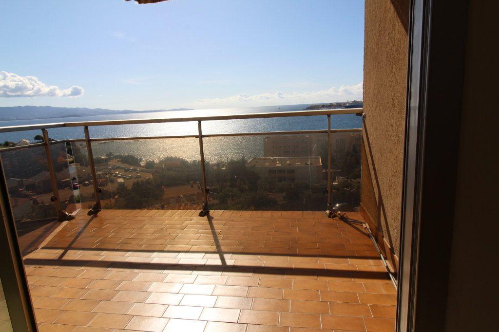 Appartement à louer 3 73m2 à Ajaccio vignette-6