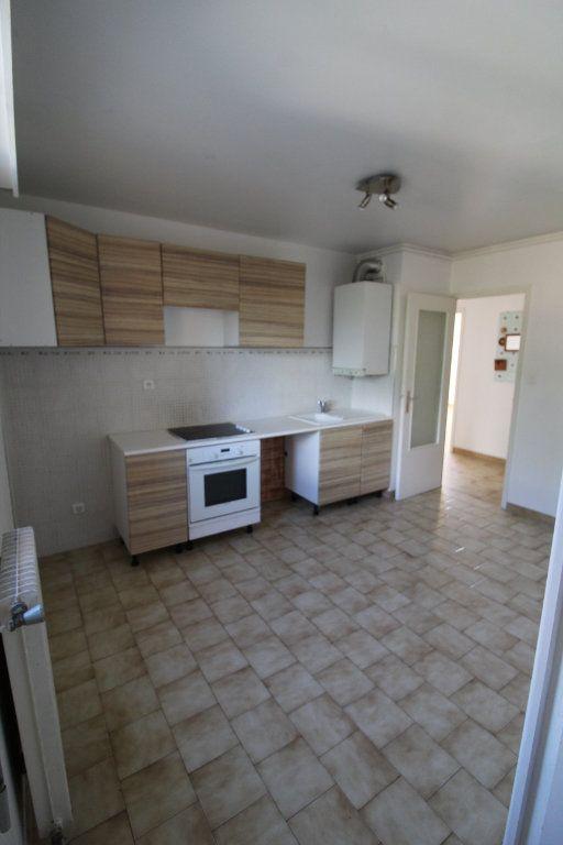Appartement à louer 3 73m2 à Ajaccio vignette-8