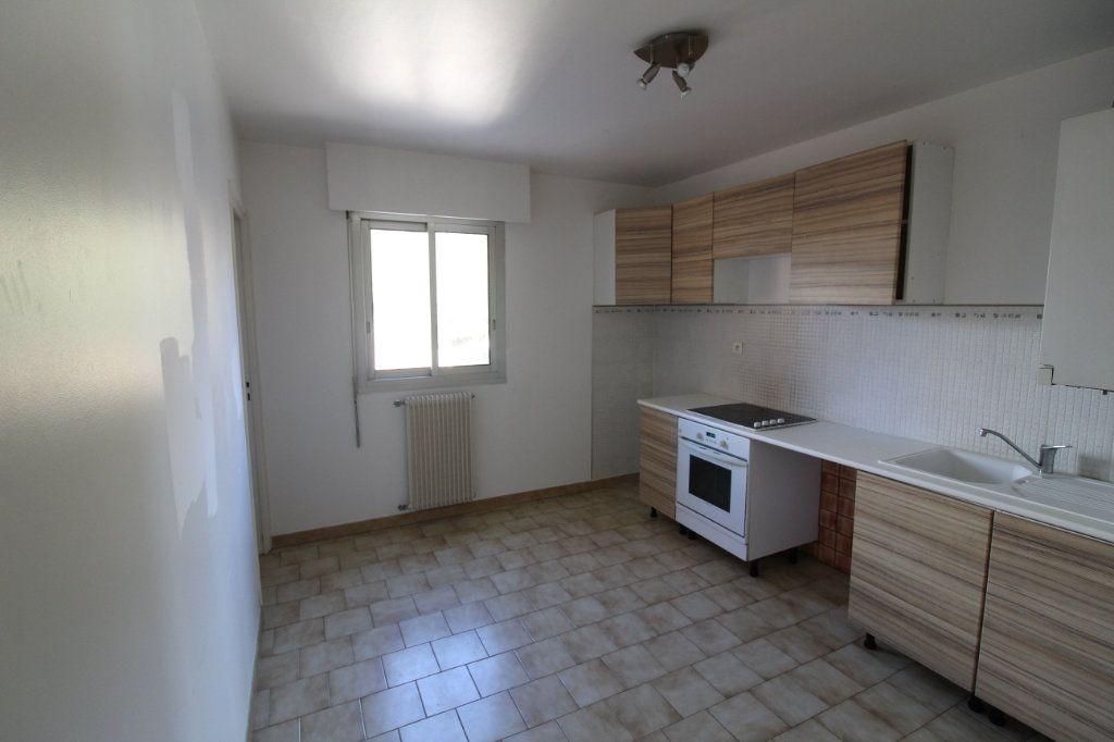 Appartement à louer 3 73m2 à Ajaccio vignette-9