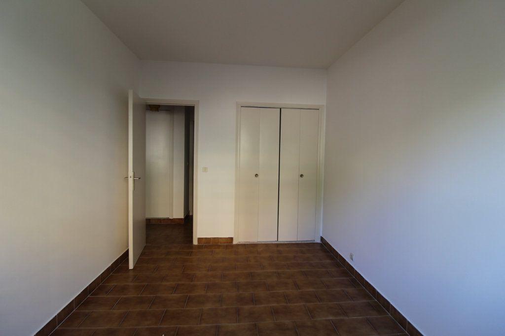 Appartement à louer 3 71m2 à Ajaccio vignette-3