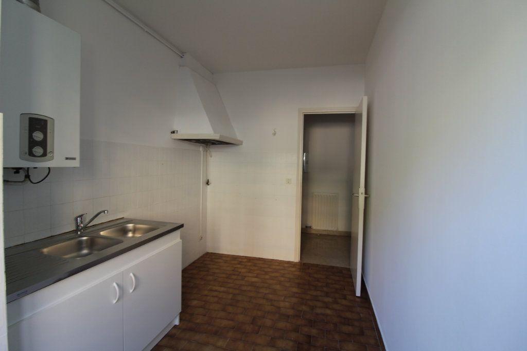 Appartement à louer 3 71m2 à Ajaccio vignette-5