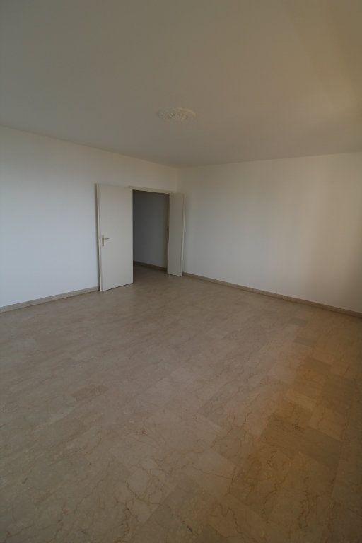 Appartement à louer 3 71m2 à Ajaccio vignette-6