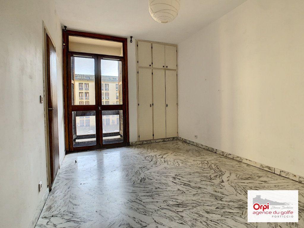 Appartement à louer 2 44m2 à Ajaccio vignette-1