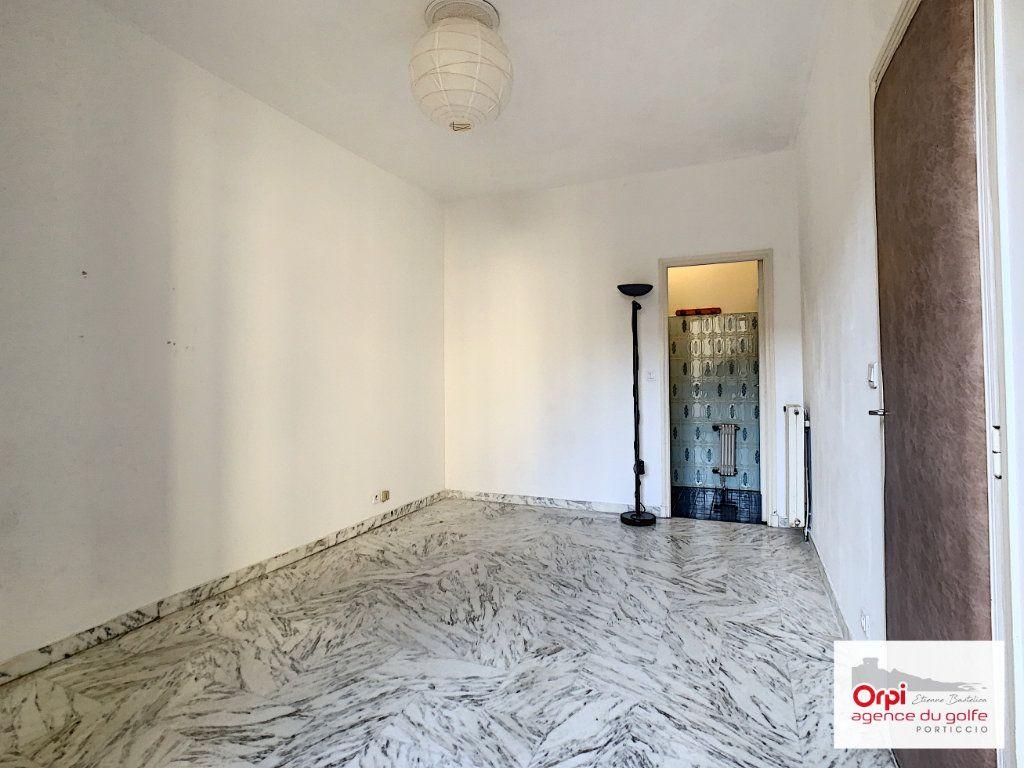 Appartement à louer 2 44m2 à Ajaccio vignette-2