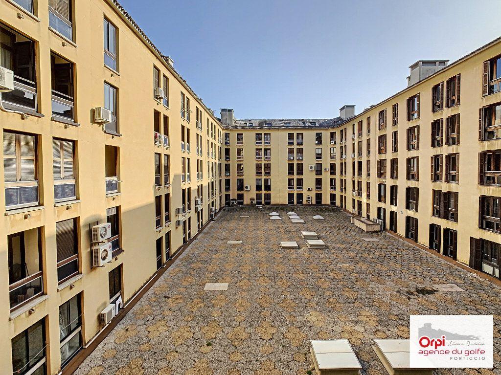 Appartement à louer 2 44m2 à Ajaccio vignette-5