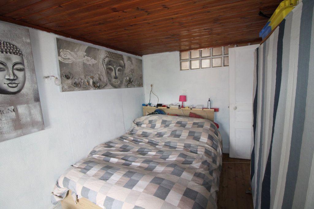 Maison à vendre 4 54m2 à Saint-Romain-de-Benet vignette-4