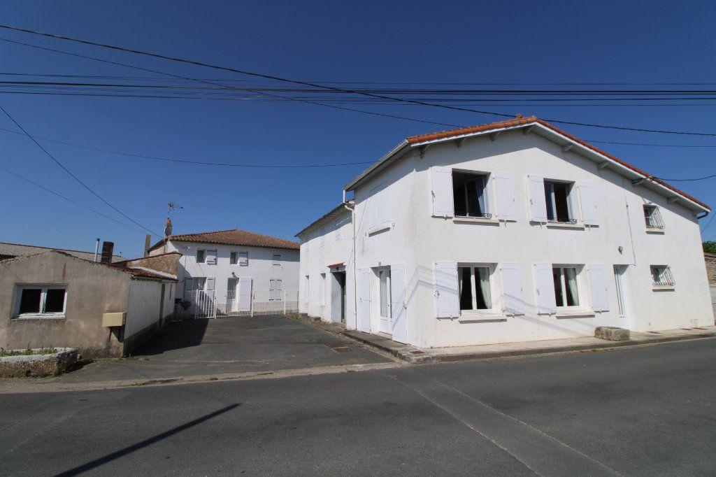 Maison à vendre 6 139.08m2 à Corme-Royal vignette-1
