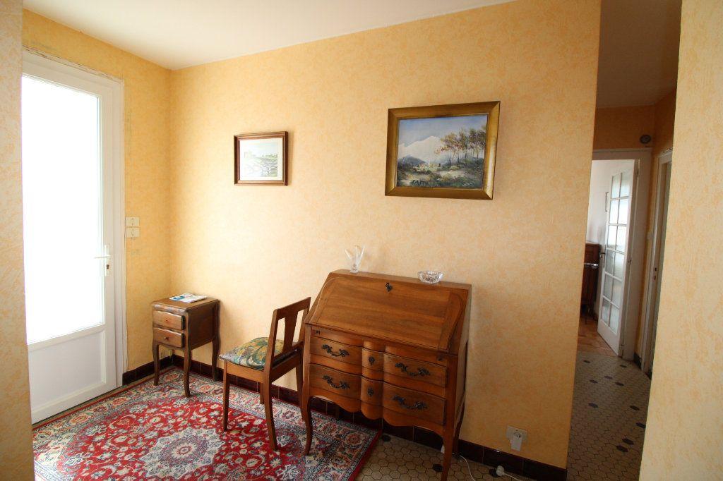 Maison à vendre 6 139.08m2 à Corme-Royal vignette-5