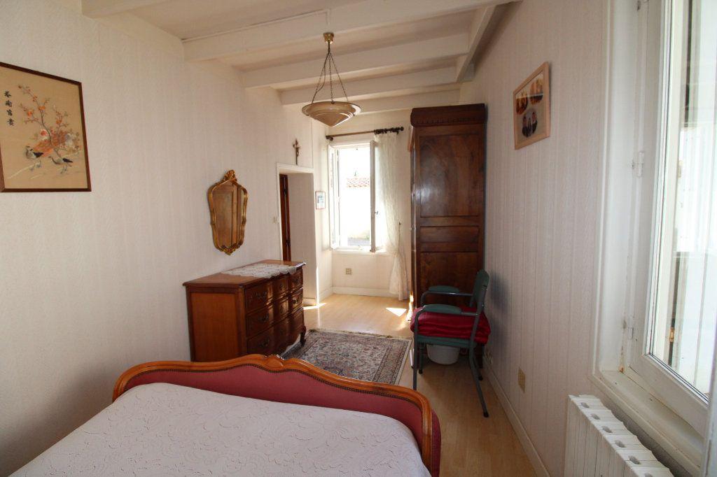Maison à vendre 6 139.08m2 à Corme-Royal vignette-6
