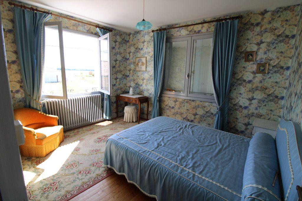 Maison à vendre 6 139.08m2 à Corme-Royal vignette-8