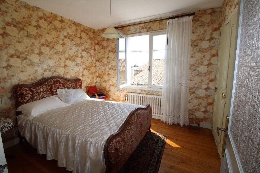 Maison à vendre 6 139.08m2 à Corme-Royal vignette-9